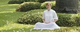 Meditating_woman